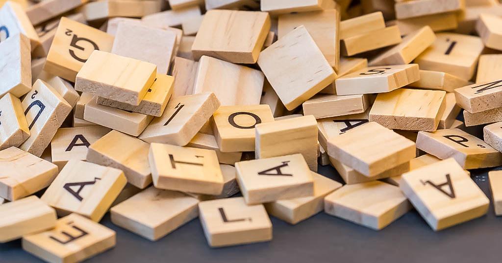Ein Haufen mit Scrabble-Buchstaben