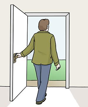 Ein Mann geht aus einer Tür