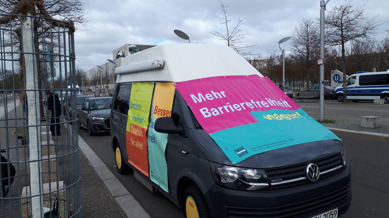 Tourbus für ein Barrierefreiheits-Gesetz. Foto: H.- Günter Heiden